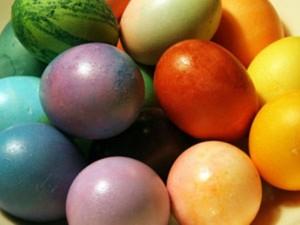 velika-noc-barvanje-jajc4
