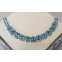 Ročno klekljana ogrlica - modra z vijola kristali