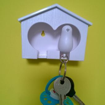Obesek in hišica za ključe vrabec - dvojen - belo, črna
