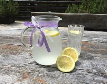 12 razlogov, zakaj bi morali vsako jutro piti vodo z limono – kopija