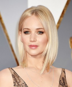 HOLLYWOOD, CA - FEBRUARY 28:  Actress Jennifer Lawrence attends the 88th Annual Academy Awards at Hollywood & Highland Center on February 28, 2016 in Hollywood, California.  (Photo by Jeff Kravitz/FilmMagic)